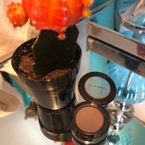 MAC cosmetics eyeshadow in copperplate